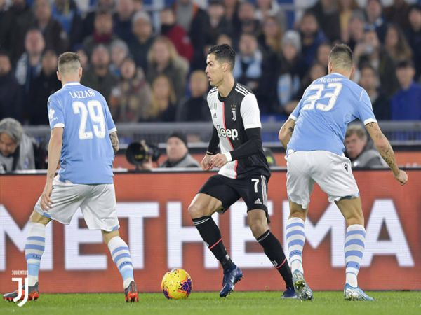 Juventus và Lazio đang cạnh tranh quyết liệt chức vô địch Serie A mùa này trước khi bóng đá châu Âu bị đình trệ vì dịch Covid-19