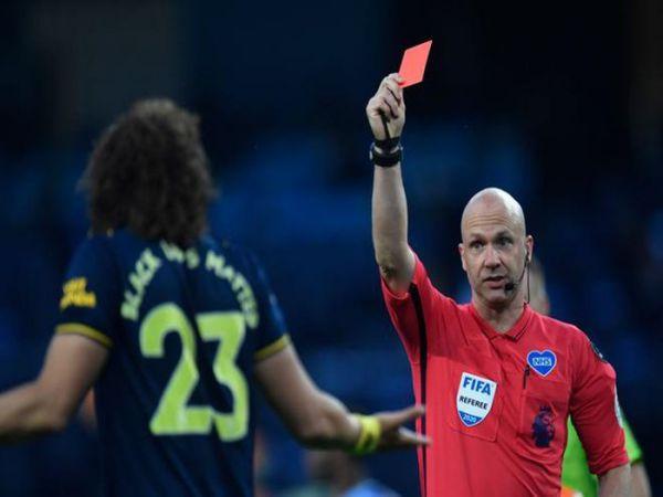 Báo châu Âu chế giễu Luiz giúp Man City hạ Arsenal