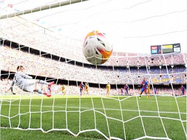 Tin Barca 29/9: Barcelona thoát khỏi địa ngục nhờ thắng Levante